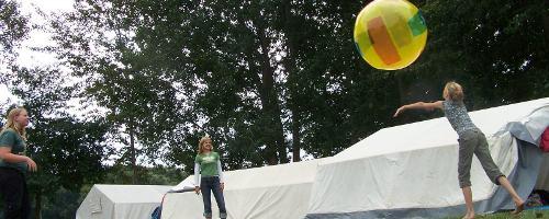 Ballspiel im KidsCamp 2006